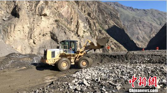 新疆獨庫公路發生泥石流 獨山子至喬爾瑪段暫不通車