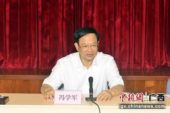 图为广西市场监管局党组书记冯学军在会上讲话。杨彪  摄