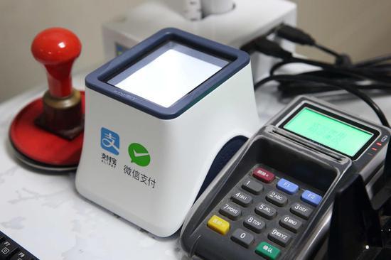 图为:患者可以通过支付宝、微信付费。诸暨市人民医院供图