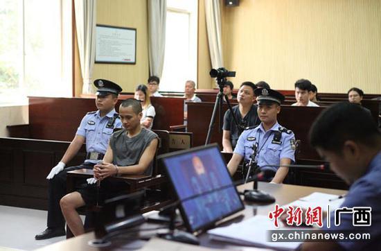 2019年8月12日,南宁市邕宁区人民法院公开开庭审理今年3月24日发生在邕宁区的罗当承抢劫金六福珠宝店一案。陈薇露 摄