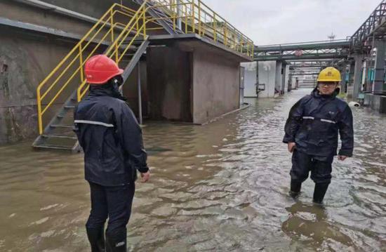 """浙江生态环境部门抗击""""利奇马""""。浙江省生态环境厅供图"""