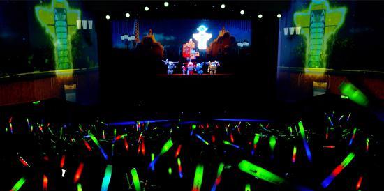 图为:棱镜光娱科技启蒙3D大型全息互动秀《超级飞侠-鸟巢总动员》现场。 吴晓雅 摄