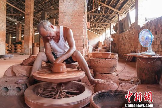探访广西横县杨村红陶:工艺技术历千年 如今濒临失传