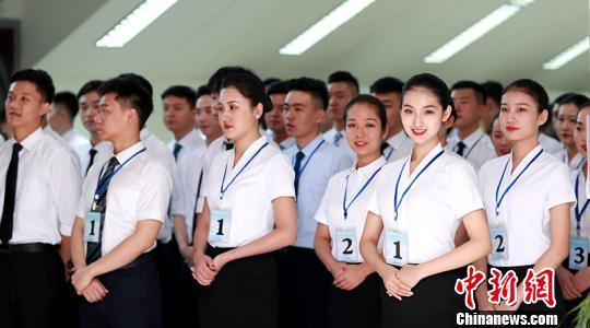 南航暑期招乘600余人应聘 新疆籍学子回流