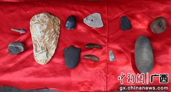 新石器时代的玉锛、取火器、大石铲等骆越石器展示
