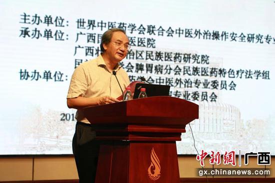 图为开户送白菜的网站大全中医药大学校长唐农。