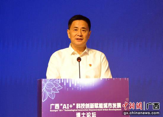 图为中共贵港市委书记、市人大常委会主任李新元致辞。吴小兰 摄