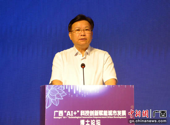 ?#22025;?#24191;西壮族自治区政协副主席黄日波致辞。吴小兰 摄