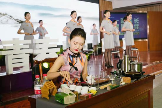 乌鲁木齐航空举办庆祝新中国成立70周年暨乌鲁木齐航空成立5周年文艺汇演