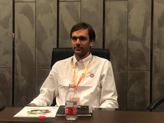 智利第二大樱桃公司波板的销售总监MarcosEcheniqueW。接受采访。 刘方齐 摄