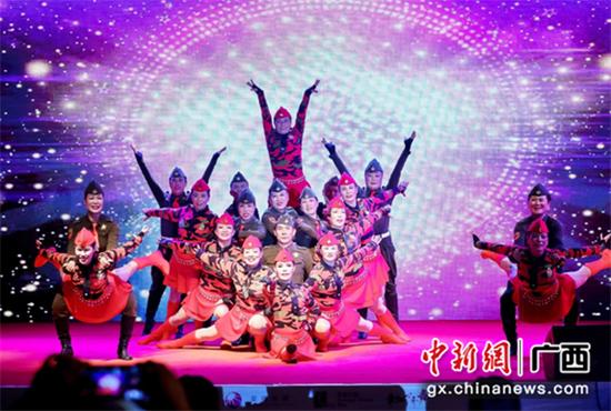 亚军舞队:桂林分赛区康乐水兵舞队 《好兄弟姐妹水兵舞》表演