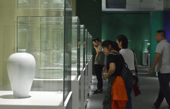 """""""龙渊重器·韵绕九州""""当代龙泉青瓷巡回展举行。龙泉宣传部提供"""
