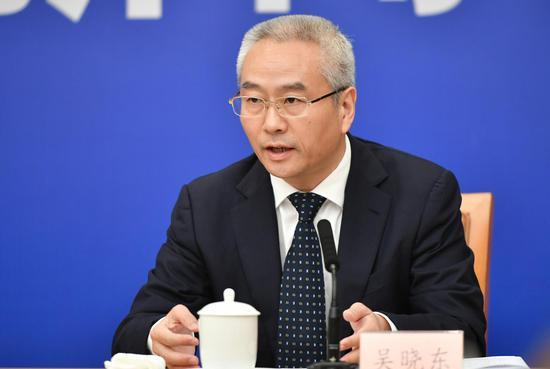 图为:浙江省丽水市长吴晓东在回答记者提问。 张茵 摄