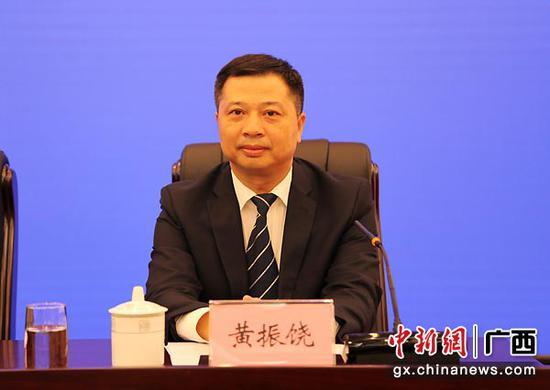 图为梧州市委常委、宣传部部长、副市长黄振饶。中新社记者  杨志雄  摄