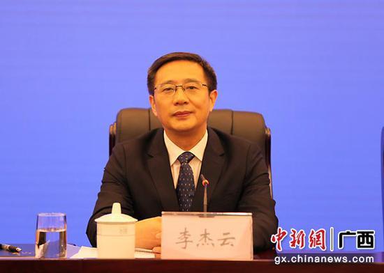 图为梧州市市长李云杰介绍情况。中新社记者   杨志雄  摄