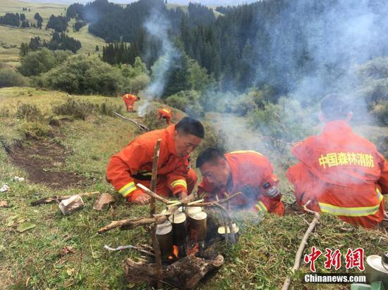 """新疆巴州森林""""卫士""""靠前驻防分队开展野外生存训练"""