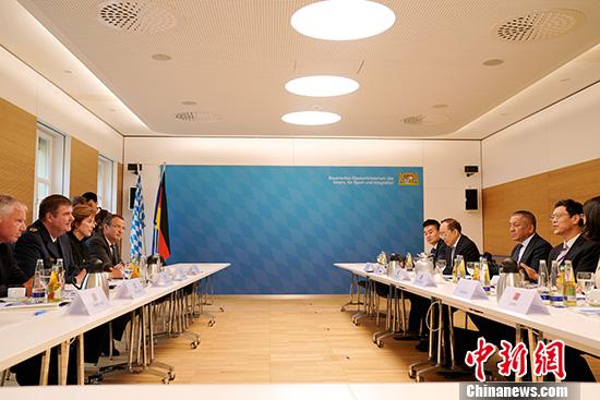 中国新疆文化交流团访问德国