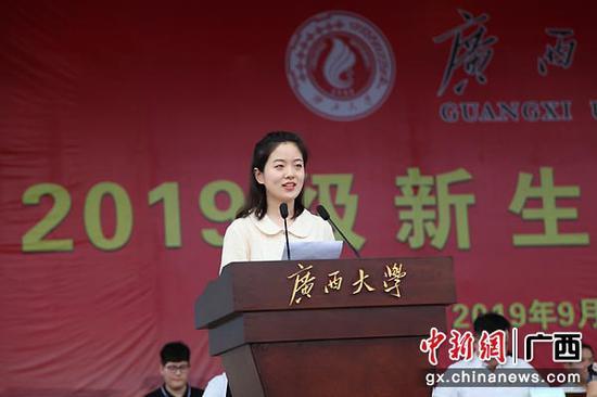图为学生代表在开学典礼上发言。中新社记者   杨志雄  摄