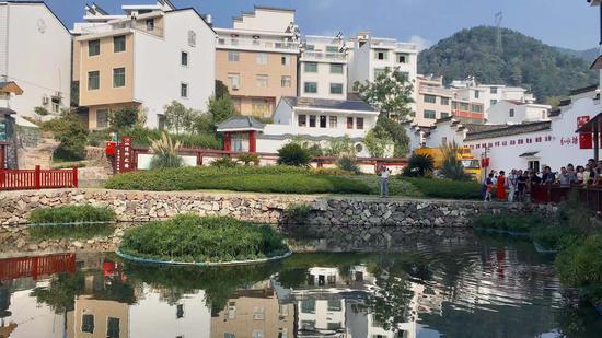 风景秀丽的分水塘村。 钱晨菲 摄