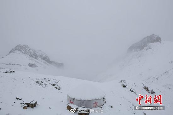 """""""最美公路""""遇上雪景有多美?随手一拍都是桌面壁纸!"""