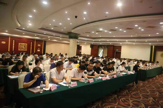图为宁波城管义工协会换届。郭腾达摄