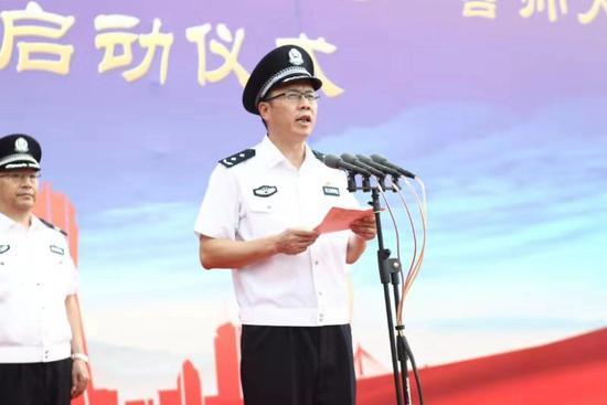 浙江省公安厅副厅长、杭州市委常委、公安局长金志作战前动员。警方 供图