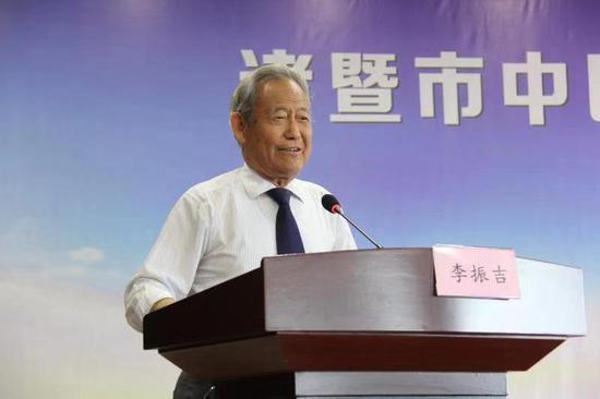 世界中医药学会联合会副主席李振吉讲话 何金颖 摄