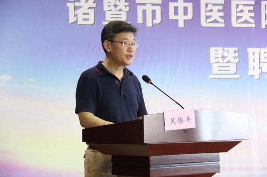 国家中医药管理局国际合作司副司长吴振斗讲话 何金颖 摄