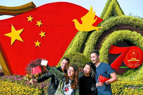 乌鲁木齐市摆放造型花堆祝福祖国