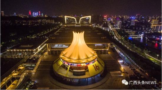 第16届中国—东盟博览会召开在即,南宁会展中心装扮一新。陈冠言 摄