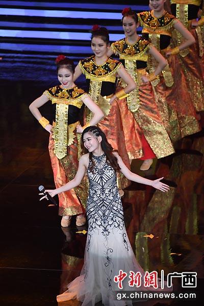 圖為歌曲《美麗的梭羅河》展現迷人爪哇風情。俞靖  攝