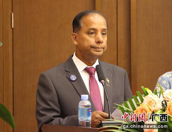 图为马来西亚人力资源部部长古拉发言。林艳华  摄