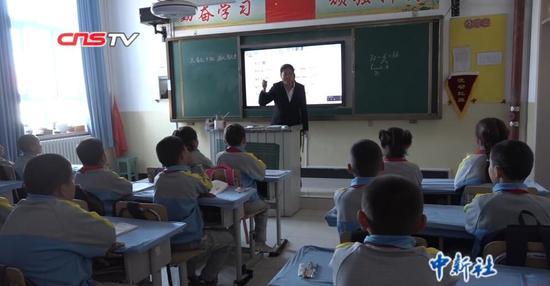"""""""西部农村 �o�是�是千秋子小学信息化""""项目:让乡村孩子看得更远"""