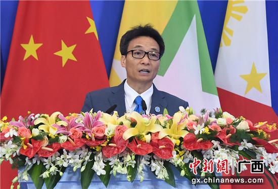 越南副總理武德擔在第16屆中國—東盟博覽會、中國—東盟商務與投資峰會開幕式上發表演講。  俞靖 攝