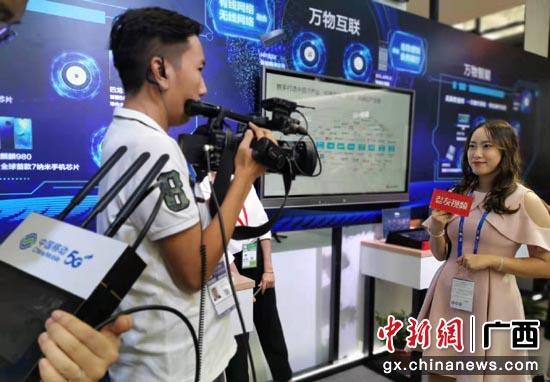 """南寧廣播電視臺通過移動""""和背包""""5G融媒體應用進行直播"""