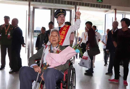 革命战士走进缙云西站讲述红色历史 庄卫东 摄