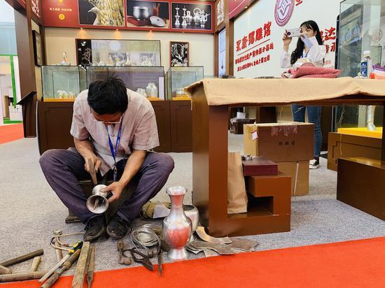 永康传统锡雕艺术展示 奚金燕 摄