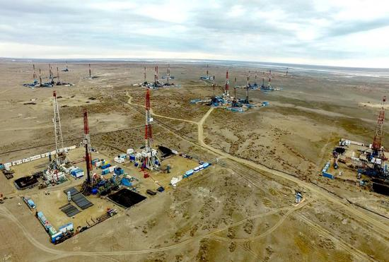 新疆油田玛湖油田钻机轰鸣提速原油上产步伐。(资料图)