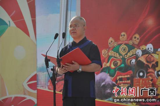 图为环江毛南族自治县县委书记黄荣彪致辞。张林霞 摄