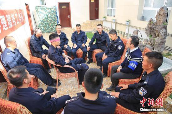 """新疆:海拔5100米的""""心理服務"""""""