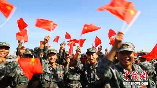 新疆兵团军事部新兵庆祝新中国成立70周年