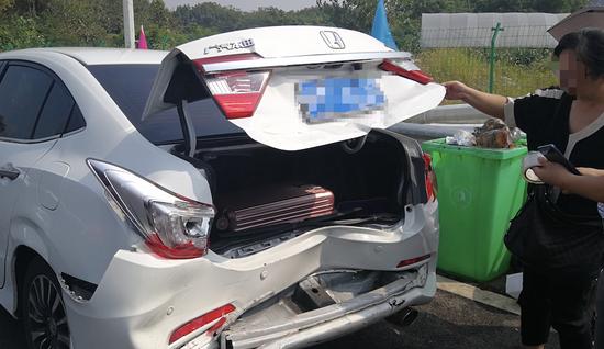 事故被追尾车辆。 警方供图