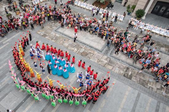"""""""十一黄金周""""浙江温州五马街精彩纷呈迎客来。 鹿城宣传部供图"""