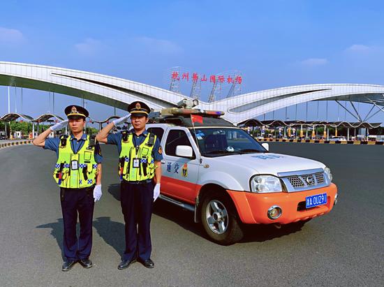 国庆在岗的杭州交通运输部门工作人员。 杭州交通供图