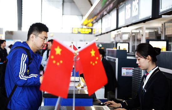 国庆长假南航在疆承运旅客25万人次。 车捷 摄
