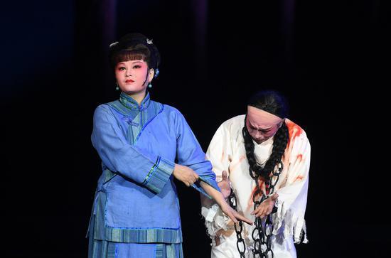 《杨乃武与小白菜·姐弟牢会》折子戏演出现场。 王刚 摄