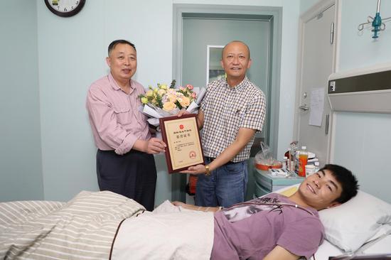 傳遞生命希望 志愿者向輝成為新疆第95例捐獻造血干細胞
