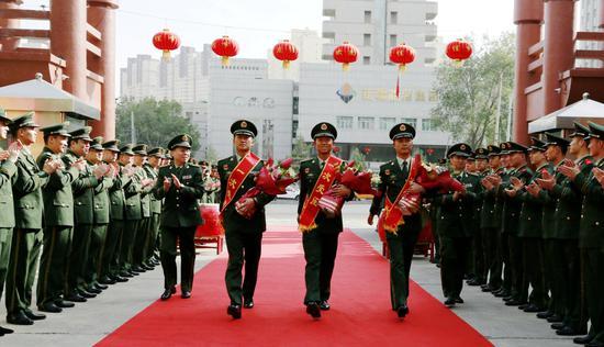 武警兵团总队三名受阅人员载誉荣归