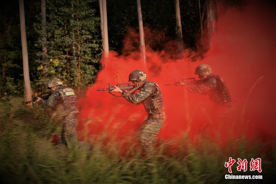 直击广西武警特战队员密林奇袭 捕歼战斗现场