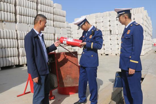 新疆阿克苏消防集中整治涉棉企业铲除火患